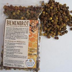 Bienenbrot, auch Perga genannt besteht aus fermentiertem Blütenpollen (Blütenstaub) von Pflanzen, der von der Biene während der Flühphase gesammelt, bearbeitet und eingelagert wird. Dieser dient den Bienen als Nahrungsquelle. Bienen stellen es her, um besonders in Zeiten der Nahrungsmittelknappheit (z.B. Winter / Frühjahr) genügend Nahrungsmittel zu haben. Besonders der Nachwuchs wird mit diesem Bienenprodukt versorgt.